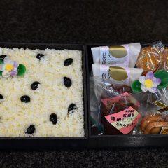 黒飯(おこわ)と焼菓子のセット
